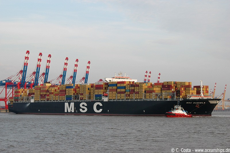 Vessel's of MSC Daniela's size have to be turned around in Bremerhaven upon arrival and are therefore berthed with their starbord side.