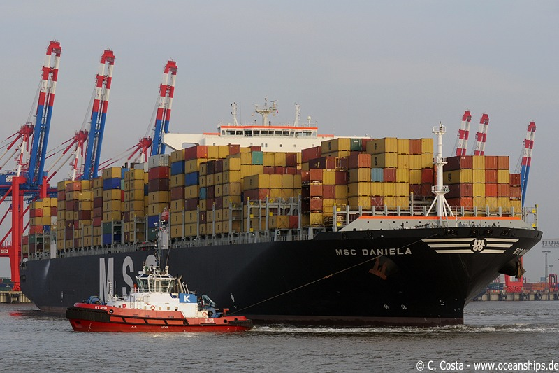 With this call Bremerhaven is the third North European port after Felixstowe and Rotterdam which has been called by all three biggest types of containervessels: the Maersk E-type, the CMA CGM Christophe Colomb and last but not least the MSC D-type.
