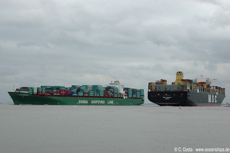 "Nice comparison: MSC Daniela (13,798 TEU) is passing the ""small"" Xin Shanghai (9,580 TEU)."