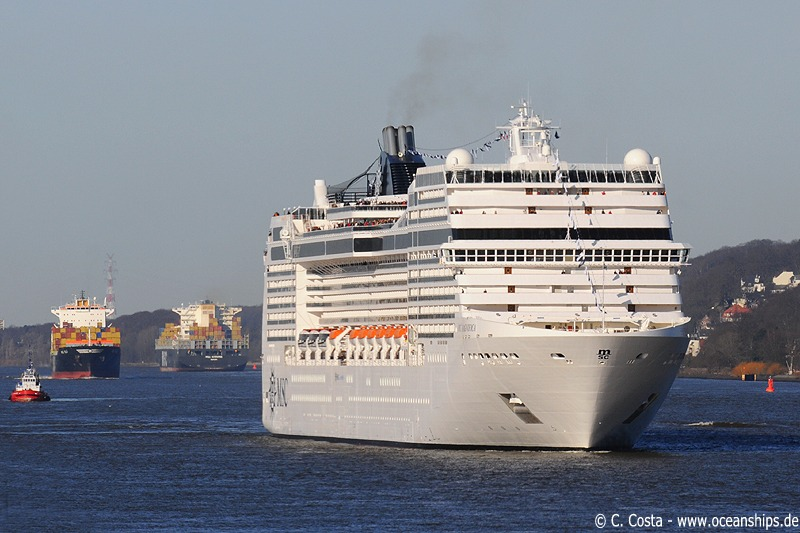 A very special moment - three MSC vessels on one picture: MSC Ela (arriving) , MSC Susanna (leaving) and MSC Magnifica